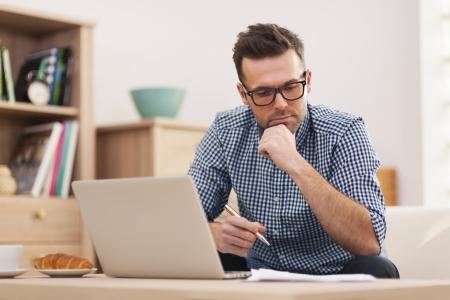 Foto de Busy man working at home - Imagen libre de derechos