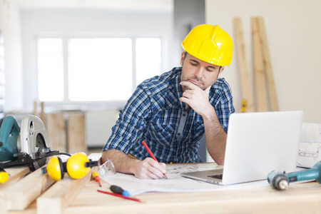 Photo pour Focus construction worker on construction site - image libre de droit