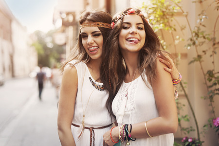 Photo pour Funny faces of hippie female friends   - image libre de droit