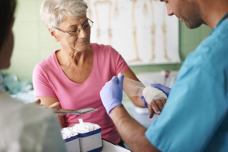 Photo pour Senior woman with bandage on the hand - image libre de droit