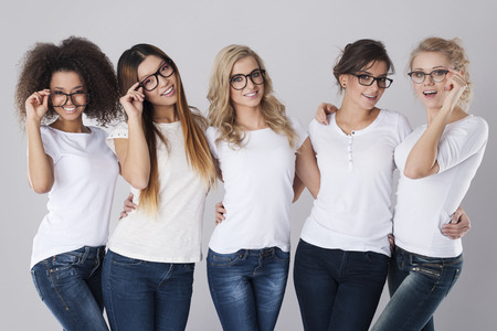 Foto de Beautiful girls wearing fashion glasses - Imagen libre de derechos
