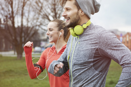 Photo pour Endorphins during the jogging with girlfriend - image libre de droit