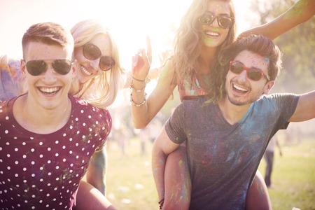 Photo pour Celebration of summer with friends - image libre de droit