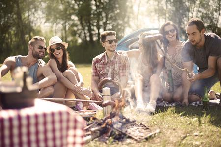 Photo pour Campfire in the summer is a good idea - image libre de droit