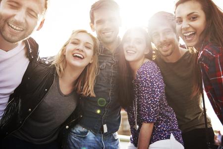 Foto de Friends spending time during such sunny day - Imagen libre de derechos