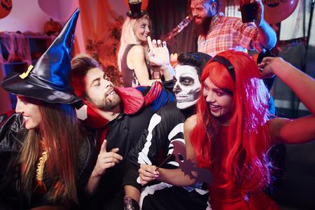 Foto de Friends dancing at Halloween party - Imagen libre de derechos