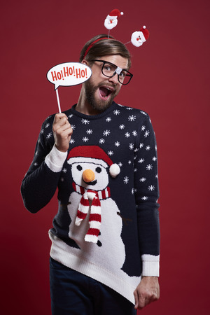 Photo pour Man in funny sweater and Christmas mask - image libre de droit