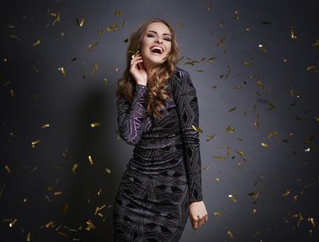 Foto de Woman dancing with falling confetti   - Imagen libre de derechos