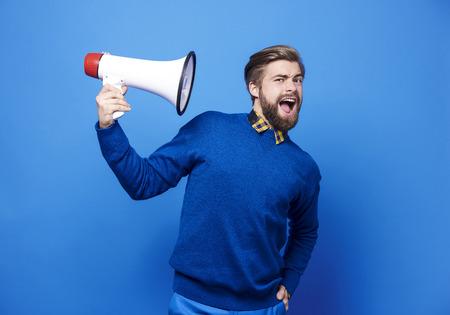 Photo pour Portrait of man holding a megaphone  - image libre de droit