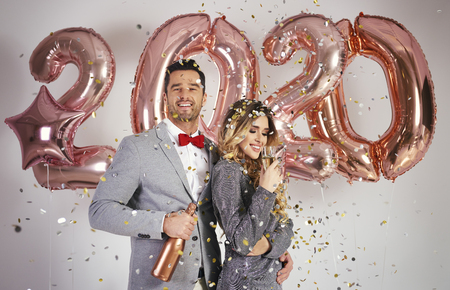 Foto de Loving couple celebrating New Year - Imagen libre de derechos