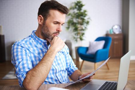 Foto de Focused businessman reading important documents at his desk - Imagen libre de derechos