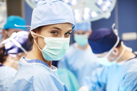 Foto de Portrait of female surgeon ready for an operation - Imagen libre de derechos