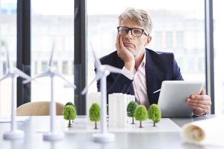 Photo pour Tired businessman thinking about new solutions - image libre de droit
