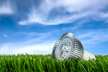 Foto de led buld on grass in front of blue sky - Imagen libre de derechos
