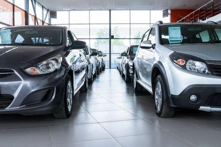 Photo pour Stock of cars in showroom of automobile dealer - image libre de droit