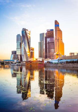 Foto de Beautiful evening view of famous skyscrapers in Moscow City international business center, Moscow, Russia - Imagen libre de derechos