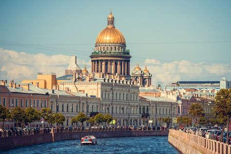 Foto de The dome of St Isaac's Cathedral in Saint Petersburg, Russia - Imagen libre de derechos