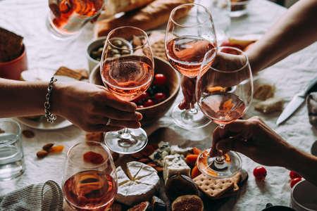 Foto de Glasses of rose wine seen during a friendly party of a celebration. - Imagen libre de derechos