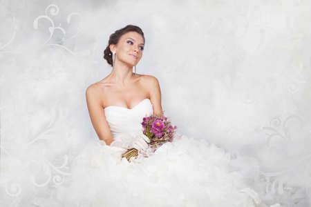 Foto de Brunet bride portrait with flowers in studio - Imagen libre de derechos
