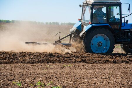 Photo pour Tractor plowing fields - preparing land for sowing - image libre de droit