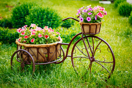 Foto de Decorative Vintage Model Old Bicycle Equipped Basket Flowers Garden. Toned Photo. - Imagen libre de derechos