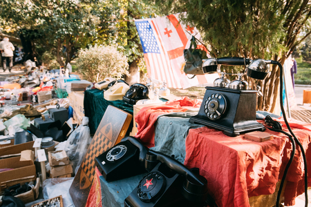 Photo pour Tbilisi, Georgia. Shop Flea Market Of Antiques Old Retro Vintage - image libre de droit