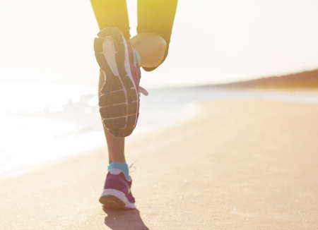 Photo pour Running on the beach in early morning - image libre de droit