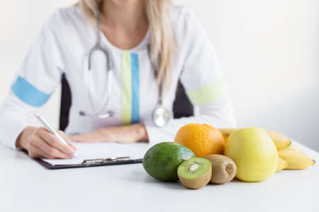 Photo pour Dietitian doctor - image libre de droit