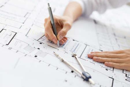 Photo pour Architect working on blueprint - image libre de droit