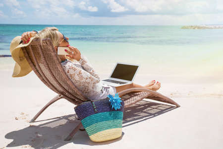 Photo pour Productive businesswoman working on the beach - image libre de droit