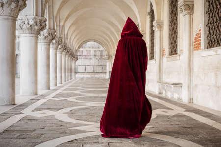 Foto de Mysterious woman in red cloak - Imagen libre de derechos