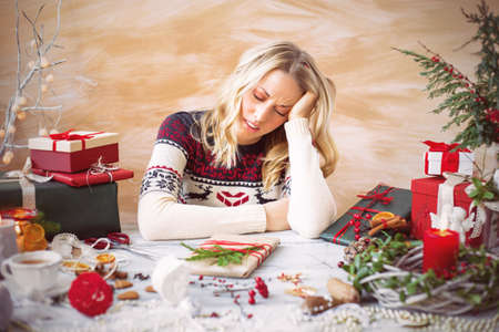Foto de Woman tired of gift wrapping - Imagen libre de derechos