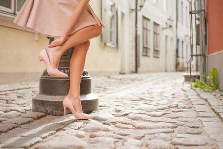 Foto de Woman having ankle pain - Imagen libre de derechos
