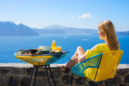 Photo pour Woman enjoying luxurious breakfast with beautiful view from terrace - image libre de droit