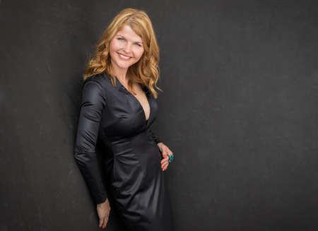 Photo pour Sexy woman in black dress - image libre de droit