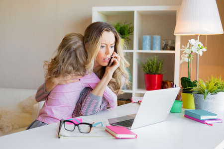 Photo pour Workaholic mom too busy at work and ignores her kid - image libre de droit