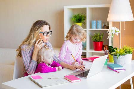Photo pour Busy mom multitasking - image libre de droit