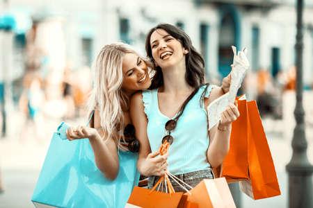 Foto de Young and attractive women are enjoying shopping. - Imagen libre de derechos