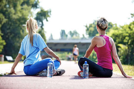 Photo pour Two young women practice yoga in the morning. - image libre de droit