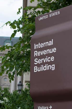 Foto de IRS Headquarters Sign in Washington D.C. - Imagen libre de derechos