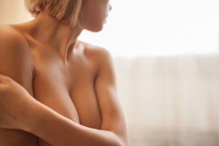 Photo pour Naked beauty. Cropped image of beautiful young shirtless woman covering breast with hands - image libre de droit
