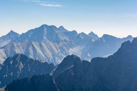 Foto de Mountain peaks in the Tatra Mountains in the morning - Imagen libre de derechos