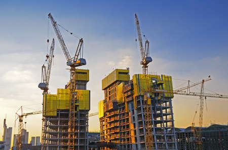 Photo pour Big construction site A big construction site with cranes  - image libre de droit