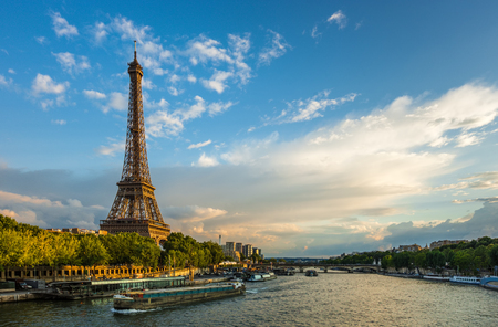 Photo pour Beautiful sunset over Eiffel Tower and Seine river with puffy clouds, Paris, France - image libre de droit