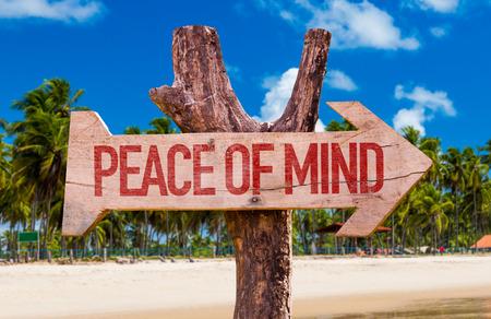 Photo pour Peace of Mind arrow with beach background - image libre de droit