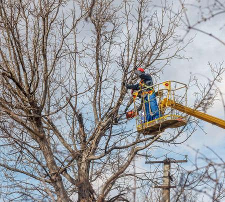 Photo pour electricians clean electric wires - image libre de droit