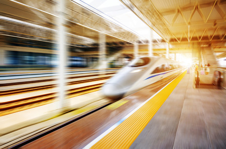 Foto de high speed train with motion blur - Imagen libre de derechos