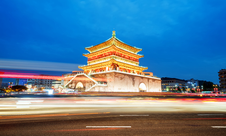 Photo pour Xi'an , the starting point of the ancient silk road, beautiful bell tower at night, China - image libre de droit
