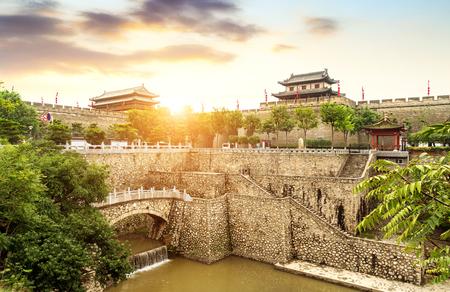 Foto de Xi'an ancient city wall and moat, China Shaanxi. - Imagen libre de derechos
