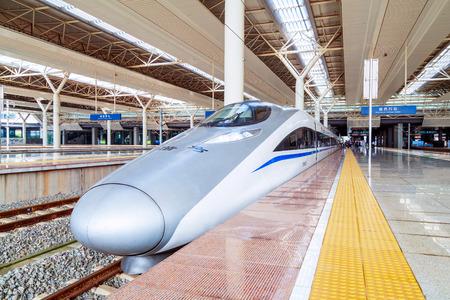 Foto per NANCHANG, CHINA - JUNE 10, 2018: Nanchang West Railway Station is an important comprehensive transportation hub in Nanchang City and an important part of the Nanchang Railway Hub. - Immagine Royalty Free